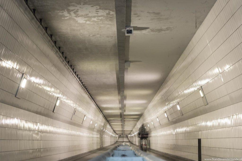 Maasfietstunnel-en-ss-Rotterdam-011.jpg